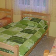 4-bed room.