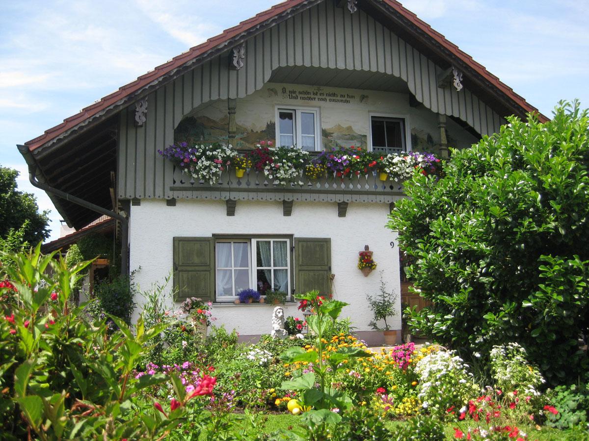 Schönau - malerischer, blumenreicher Garten