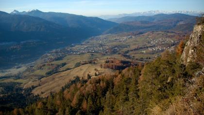 Vista dal Monte Cucal verso i paesi di Cavalese, Carano, Daiano e Varena