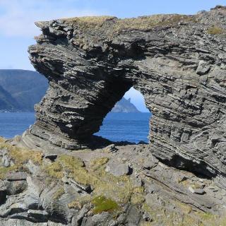 Von hier aus hat man auch eine schöne Aussicht auf die Felsenformation Hornet (Nordkap-Horn)