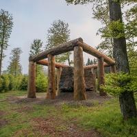Skulptur: Stein-Zeit-Mensch