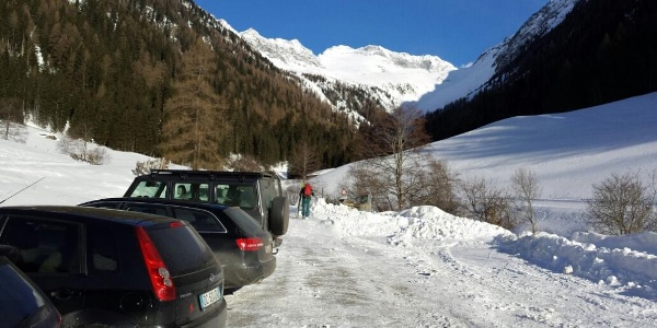 Start bei dem Parkplatz, beim Lederhosenpub Weissenbach