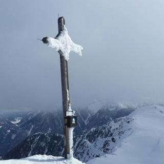 Das Gipfelkreuz auf 2450 mt. Höhe.