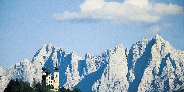 Blick auf Frauenberg mit den gesäusebergen im Hintergrund