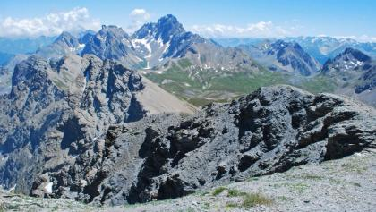 Gipfelblick vom Monte Viraysse (2838 m) nach Süden zum Monte Oronaye