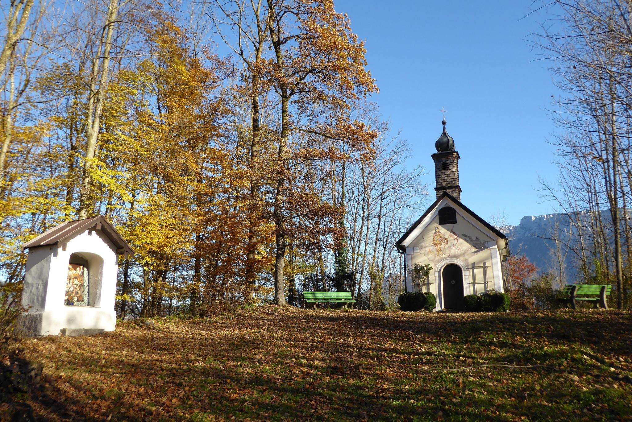 Kreuzwegkapellchen mit Florianibergkapelle
