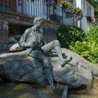 Der junge Kneipp - Brunnen vor dem Rathaus Bad Grönenbach
