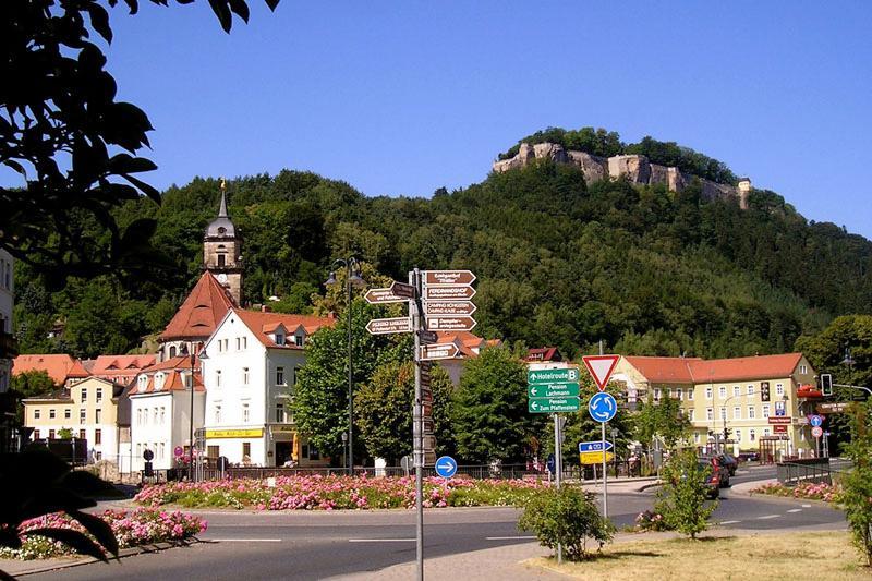 Stadtzentrum Königstein mit Blick zur Festung