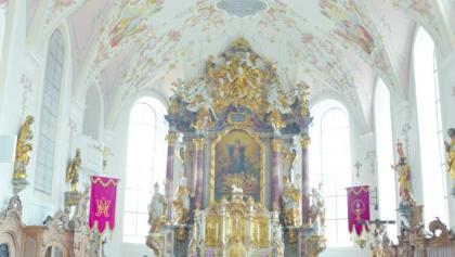Schöner Kircheninnenraum entlang der Schlossparkradrunde