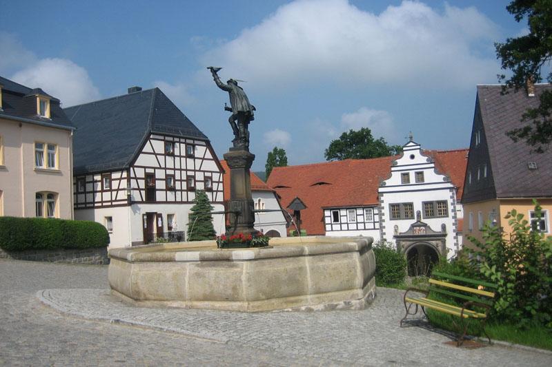 Falknerbrunnen in Lauenstein