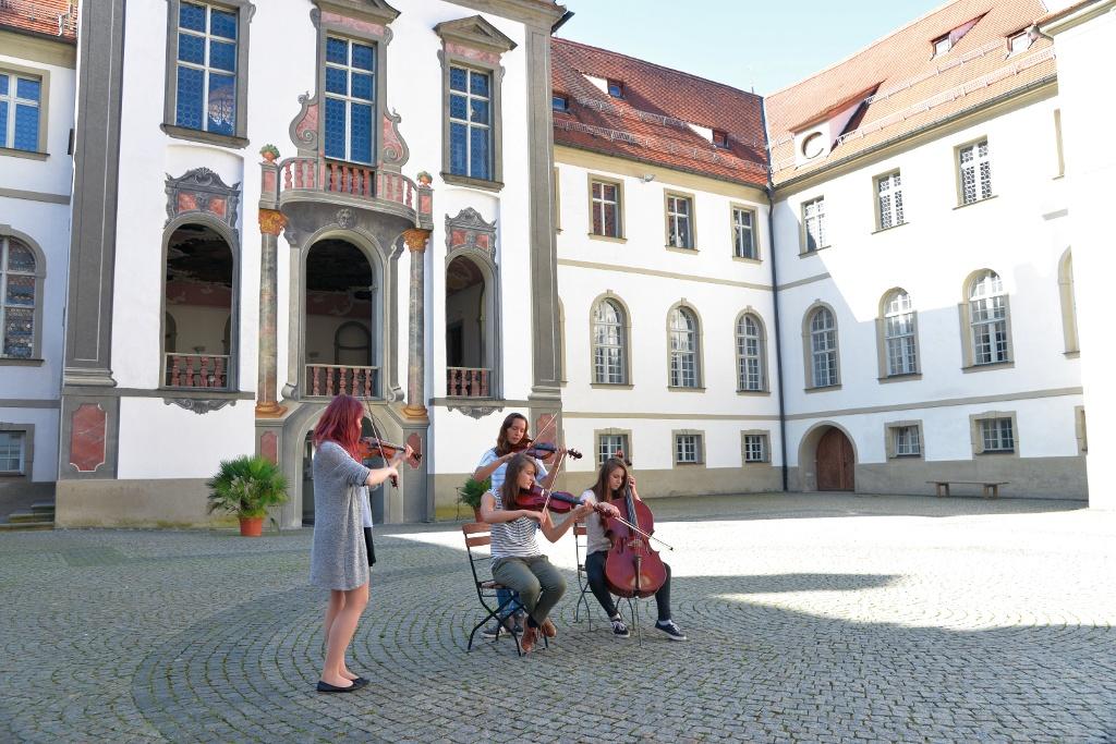 Musikanten im Klosterhof St. Mang in Füssen - @ Autor: Sabrina Schindzielorz; MS&P, Michael Schott - © Quelle: Tourismusverband Ostallgäu e.V.