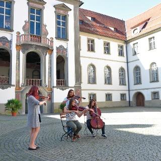 Musikanten im Klosterhof St. Mang in Füssen