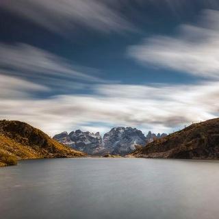 Vista panoramica sulle Dolomiti dal lago Ritorto