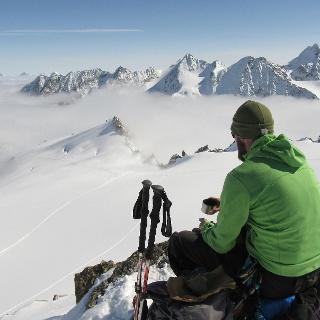 Am namenlosen Gipfel östlich des Hinteren Wilden Turms mit Blick zum Vorderen Wilden Turm.