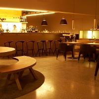 Die Bar des Weinguts J. Hofstätter