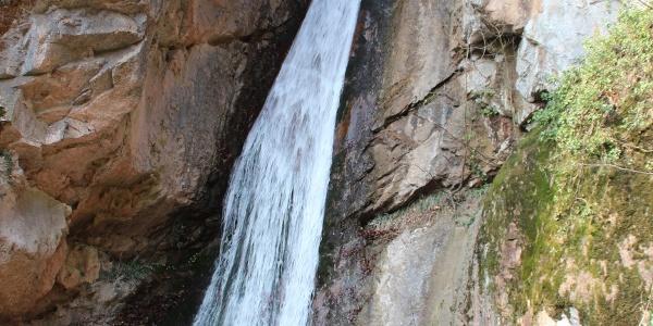 Der große Wasserfall entlang der Rastenbachklamm - ein beeindruckendes Naturschauspiel