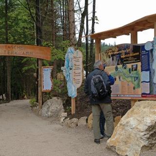 Gleich am Eingang zur Geisterklamm auf Leutascher Seite wartet schon ein erster Kobold auf uns