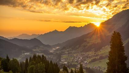 Der Walser Bergsommer bietet magische Sonnenuntergänge.
