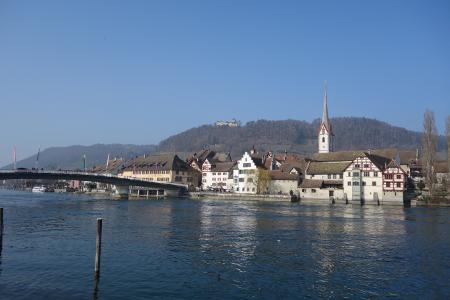 Etappe 7: Blick auf die Altstadt von Stein am Rhein mit dem Hohenklingen.