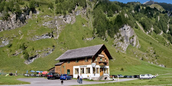 Parkmöglichkeiten gibt es beim Alpengasthof Kasern
