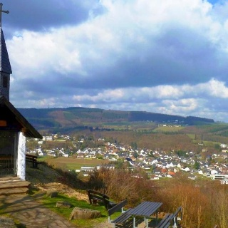 Waldkapelle mit Blick auf Obermaubach