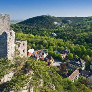 Blick auf die Stadt Baden von der Burg Rauhenstein