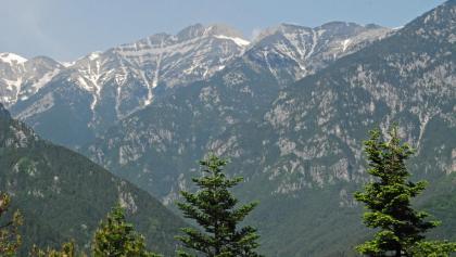 Skala (2866 m), Mytikas (2918 m) und Stefani (2909 m) – drei der vier Hauptgipfel des Olymps (v.l.n.r.)