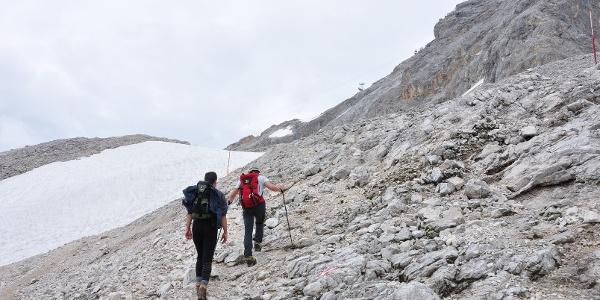 Oberhalb der Knorrhütte Richtung Sonnalpin: Die Landschaft wird karstiger, hochalpiner