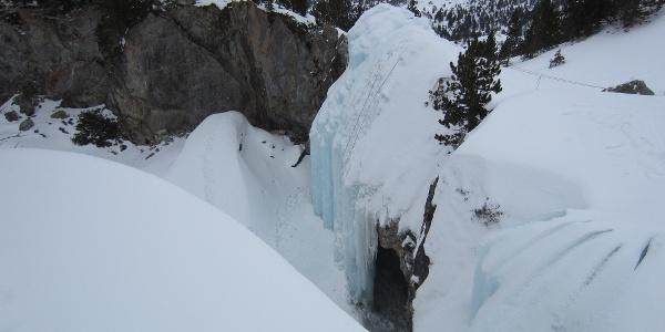 im Winter befindet sich direkt neben dem Refugio de la Renclusa ein künstlich angelegter Eisklettergarten