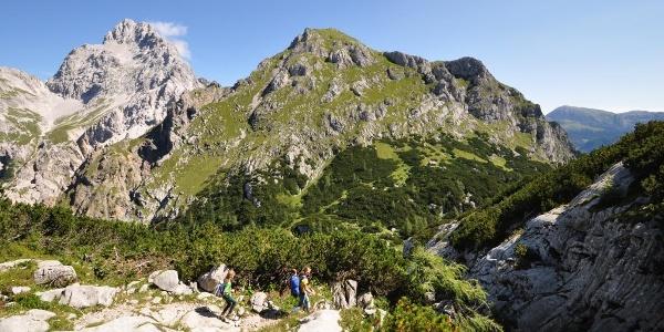 Oben am Hundstodgatterl ein Blick zurück auf die gewaltige Südspitze  - einer von drei Gipfeln des Watzmann