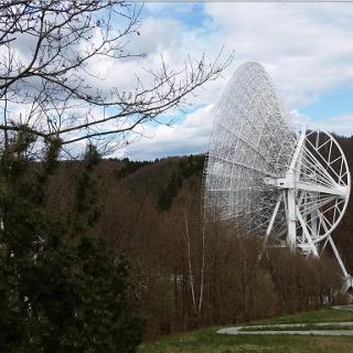 Blick auf das Radioteleskop in Effelsberg