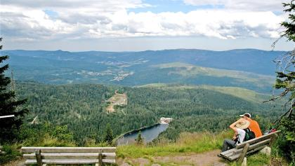 Mittagsplatz mit Blick zum Großen Arbersee und Biathlonanlage