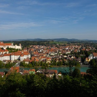 Blick vom Kalvarienberg auf die historische Altstadt Füssens