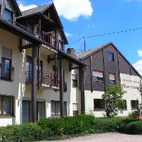 In der Restaurant-Pension Bastenhaus kann man köstlich speisen und den Blick auf den Donnersberg genießen.
