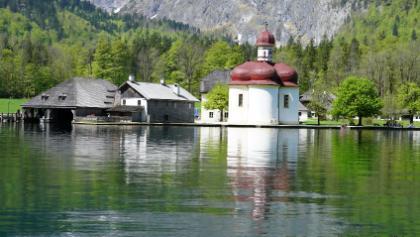 St. Bartholomä von der Schokoladenseite (wenn die Türme hintereinander stehen gibt es die schönste Spiegelung im See
