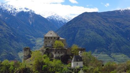Eindrucksvoller Schlosshügel