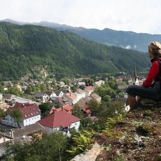 Blick vom Kalvarienberg über Sachsenburg.