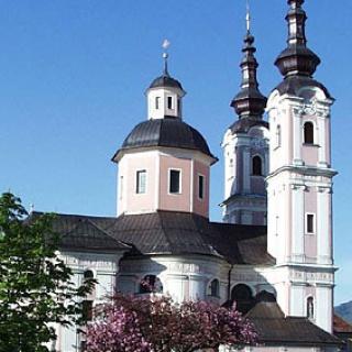 Die Kirche zum Heiligen Kreuz in Villach zählt zu den schönsten sakralen Barockbauten des Landes.