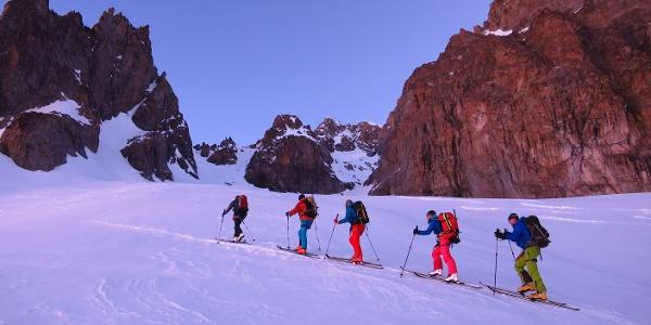 Im Steilkar des Glacier Tuckett auf ca. 2900 m. Vor der Steilwand in Bildmitte halten wir uns rechts.