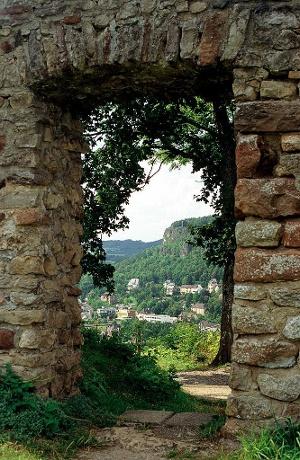 Vulkaneifel-Pfad: Gerolsteiner Keltenpfad_Löwenburgfenster  (Foto: , Quelle: Eifel Tourismus GmbH)