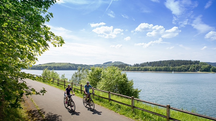 Radweg am Biggesee