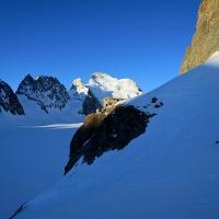 Refuge Écrins, im Hintergund die Barre des Écrins (4088 m).