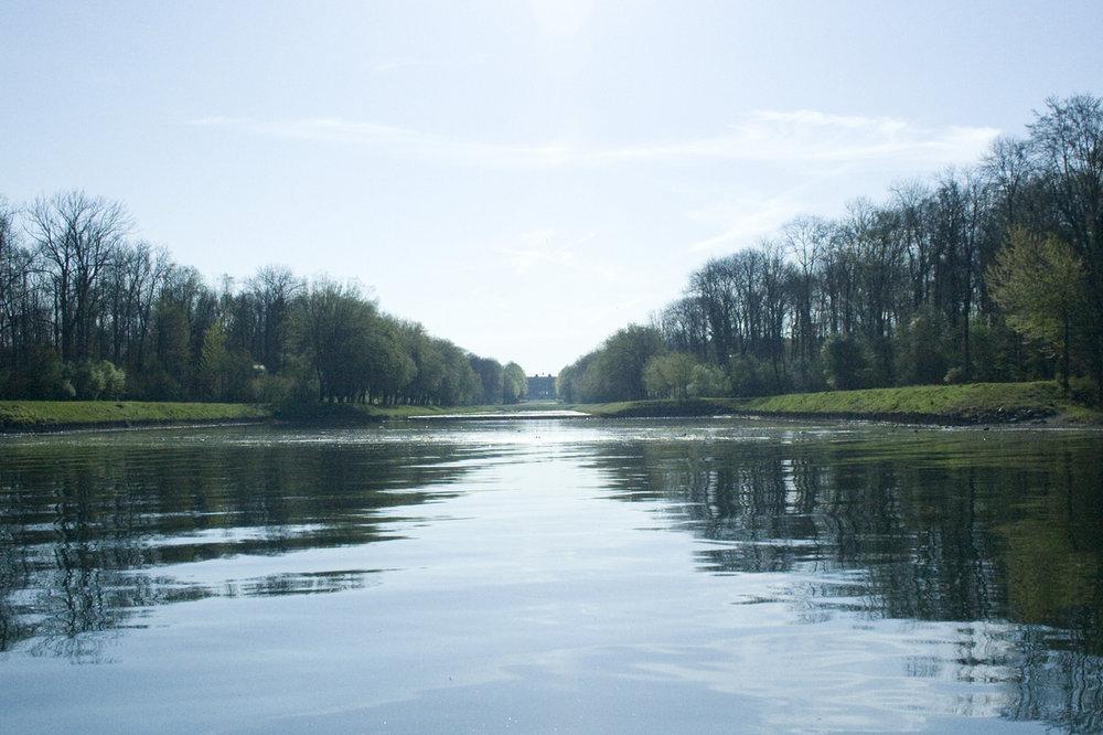 Schlosskanal vom Schloss Herrenchiemsee