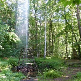 Die Wasserfontäne des Bellachini-Brunnens sorgt an heißen Tagen für Abkühlung.