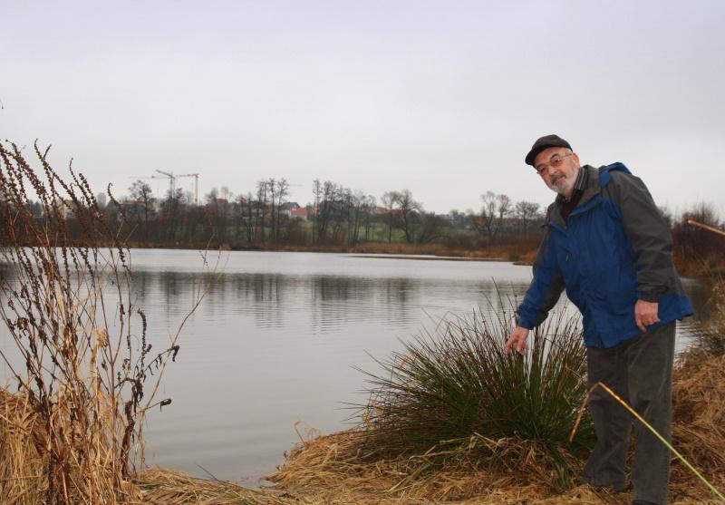 Rund um den Naturweiher entdeckt Helmut Bürkert immer wieder Neues...   - © Quelle: Hohenlohe + Schwäbisch Hall Tourismus e.V.