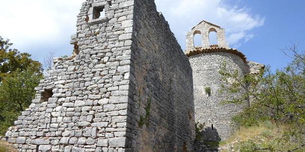 Ruinen in Haut Montsalier - ©Ferienhaus La Rostane
