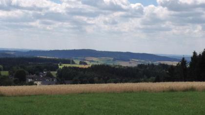 Blick vom Pfaffenberg ins Haßlachtal, Foto: Naturpark Frankenwald