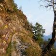 Der Aufstiegsweg verläuft durch die steilen Felsfluchten der Mont`Orfano-Südseite.