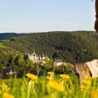 Wandern oberhalb der Burg Lauenstein, Foto: Frankenwald Tourismus/Andreas Hub