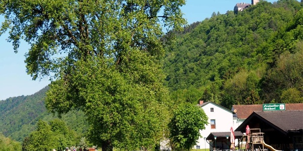 Freizell 285m am Donauradweg mit Schloß